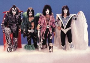 Kiss dynasty 1