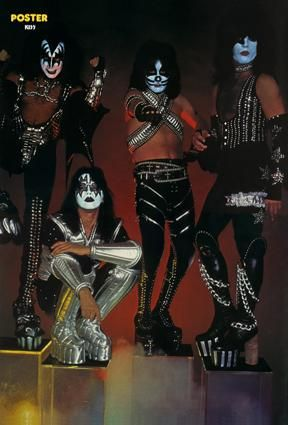 kiss-poster